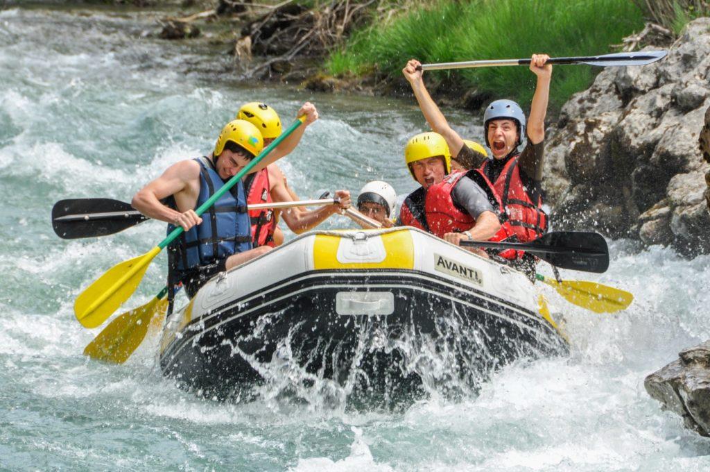 un groupe Aquareve en Rafting près de nice
